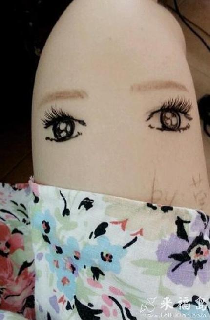 上班无聊在自己的大粗腿上给腿化个妆
