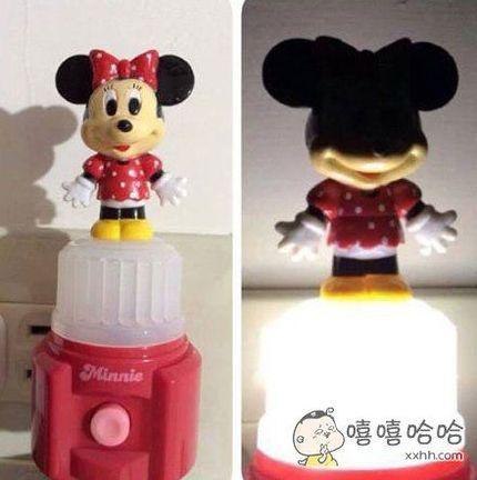 女朋友想要可爱的床头灯,买了一个粉红的米妮送给她,晚上吓哭了。。。