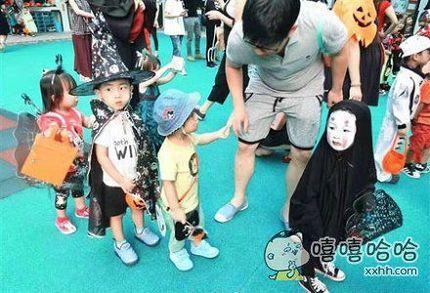 台湾幼儿园一小萝莉cos无脸男,真灵魂cos~结果被其他小朋友嫌弃