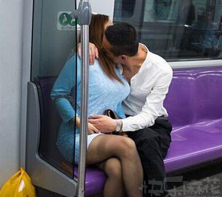 地铁里最见不得的就是这个