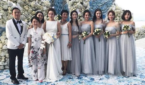 刘亦菲为大学同学做伴娘 谁美?
