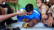 印尼最胖男孩10岁体重达384斤